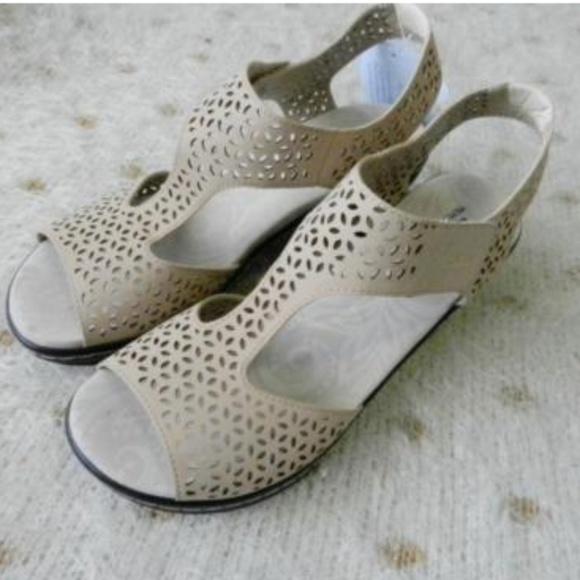 1d2e8a1996 Jambu Shoes   Nwt Jbu Memory Foam By Chloe Sandals Heels   Poshmark